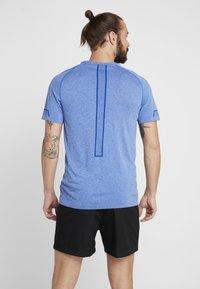 Puma - ENERGY SEAMLESS TEE - T-shirt imprimé - galaxy blue heather - 2