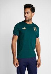 Puma - ITALIEN FIGC FTBLCULTURE TEE - Voetbalshirt - Land - ponderosa pine - 0