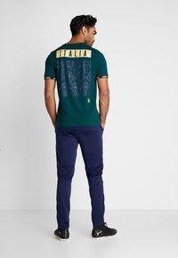 Puma - ITALIEN FIGC FTBLCULTURE TEE - Voetbalshirt - Land - ponderosa pine - 2