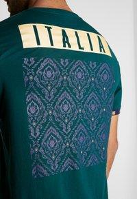 Puma - ITALIEN FIGC FTBLCULTURE TEE - Voetbalshirt - Land - ponderosa pine - 4