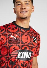 Puma - AMSTERDAM - T-shirt con stampa - red/black - 4