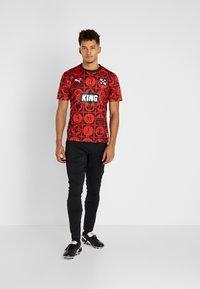 Puma - AMSTERDAM - T-shirt con stampa - red/black - 1