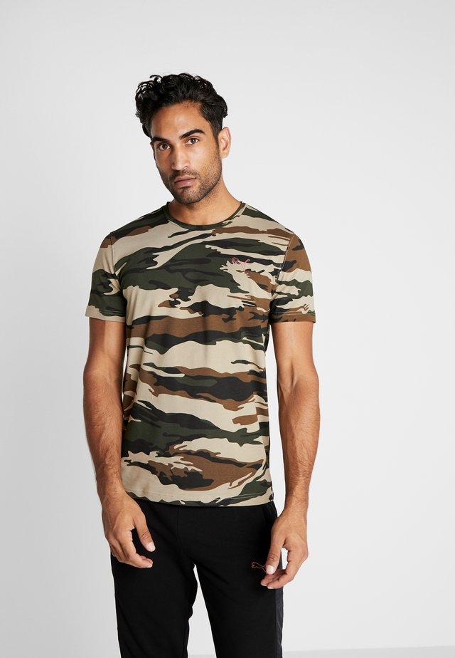 PUMA X DANIEL FUCHS MAGIC FOX - T-shirts med print - multi-coloured
