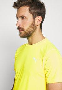 Puma - LAST LAP TEE - Camiseta básica - yellow alert - 4