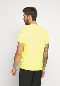 Puma - LAST LAP TEE - Camiseta básica - yellow alert - 2