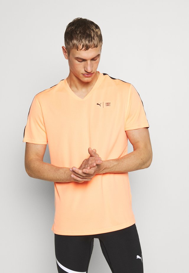 FIRST MILE TEE - Print T-shirt - fizzy orange