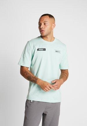 TEE - T-shirt imprimé - mist green