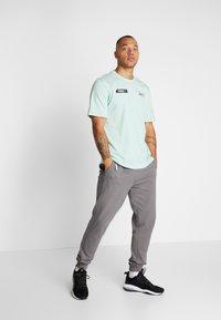 Puma - TEE - T-shirt imprimé - mist green - 1