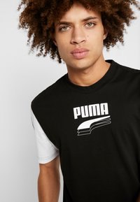 Puma - REBEL BLOCK TEE - Camiseta estampada - black - 5