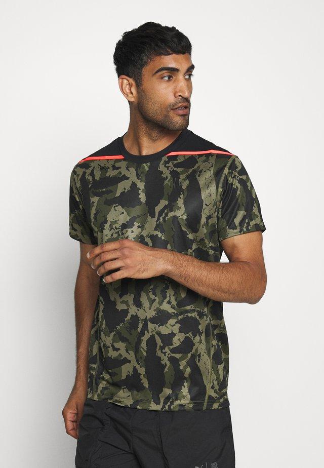 FIRST MILE CAMO TEE - T-shirt z nadrukiem - burnt olive