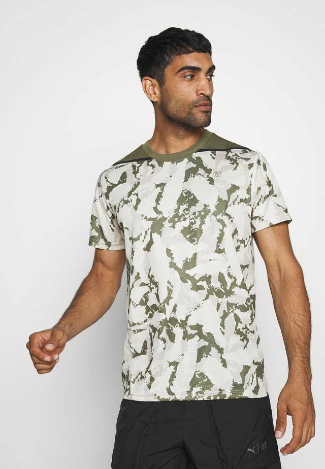 FIRST MILE CAMO TEE - T-shirt z nadrukiem - pebble