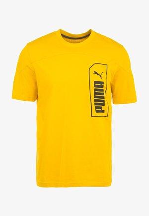 "PUMA HERREN T-SHIRT ""NU-TILITY"" - T-Shirt print - sulphur"