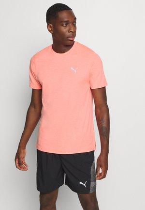 RUN FAVORITE TEE - Print T-shirt - nrgy peach heather