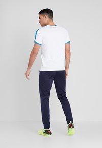 Puma - LIGA TRAINING PANT CORE - Spodnie treningowe - peacoat/white - 2
