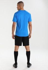 Puma - LIGA TRAINING SHORTS CORE - Pantalón corto de deporte - black/white - 2