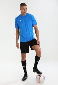 Puma - LIGA TRAINING SHORTS CORE - Pantalón corto de deporte - black/white - 1