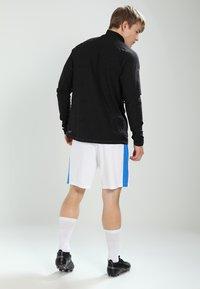 Puma - kurze Sporthose - white/electric blue - 2