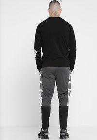Puma - TRACK PANT  - Teplákové kalhoty - asphalt/puma black/puma white - 2