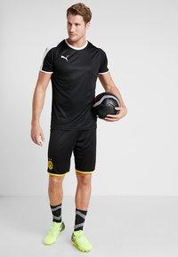 Puma - BVB BORUSSIA DORTMUND SHORTS REPLICA - Krótkie spodenki sportowe - black/cyber yellow - 1
