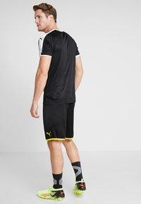 Puma - BVB BORUSSIA DORTMUND SHORTS REPLICA - Krótkie spodenki sportowe - black/cyber yellow - 2
