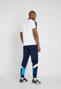 Puma - OLYMPIQUE MARSEILLE ICONIC TRACK PANTS - Pantalon de survêtement - peacoat - 2