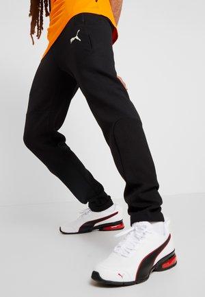 EVOSTRIPE PANTS - Teplákové kalhoty - puma black