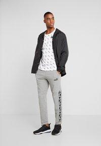 Puma - AMPLIFIED PANTS - Pantalon de survêtement - medium gray heather - 1