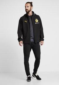 Puma - BVB BORUSSIA DORTMUND RAIN JACKET - Fanartikel - puma black/cyber yellow - 1