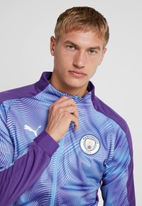 Puma - MANCHESTER CITY STADIUM LEAGUE JACKET  - Klubbkläder - tillandsia purple/light blue - 3