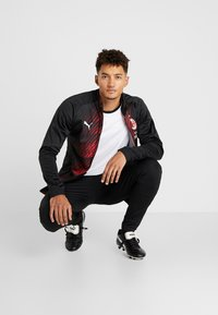 Puma - AC MAILAND STADIUM JACKET SPONSOR - Article de supporter - black/tango red - 1