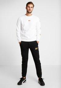 Puma - HOLIDAY PACK CREW - Sweatshirt - white - 1