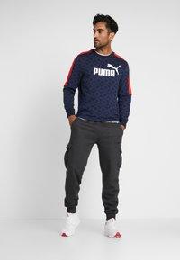 Puma - LOGO PACK CREW - Sweatshirt - peacoat - 1