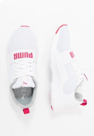 WIRED - Obuwie do biegania treningowe - white/bright rose/white
