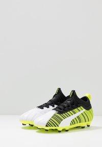 Puma - ONE 5.3 FG/AG - Korki Lanki - white/black/yellow alert - 3