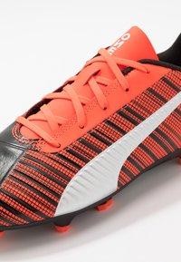 Puma - ONE 5.4 FG/AG - Voetbalschoenen met kunststof noppen - black/nrgy red/aged silver - 2