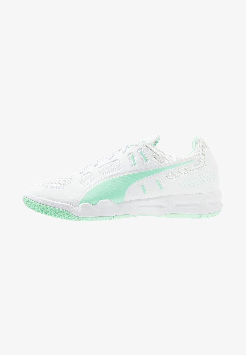 Puma - AURIZ - Multicourt Tennisschuh - white/green glimmer