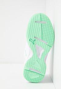 Puma - AURIZ - Scarpe da fitness - white/green glimmer - 4