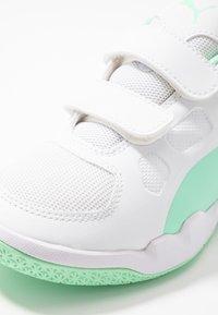 Puma - AURIZ - Scarpe da fitness - white/green glimmer - 5