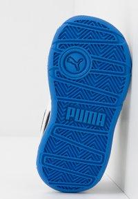 Puma - STEPFLEEX 2 - Chaussures d'entraînement et de fitness - black/white/palace blue - 5