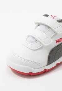 Puma - STEPFLEEX 2 - Chaussures d'entraînement et de fitness - white/castlerock/high risk red - 2