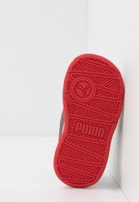 Puma - STEPFLEEX 2 - Chaussures d'entraînement et de fitness - white/castlerock/high risk red - 5