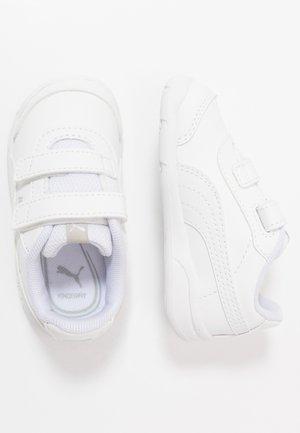 STEPFLEEX 2 - Kuntoilukengät - white