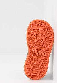 Puma - STEPFLEEX 2 - Obuwie treningowe - peacoat/white/firecracker - 5
