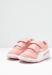 Puma - STEPFLEEX 2  - Obuwie treningowe - bridal rose/white - 2