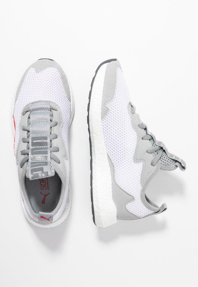NRGY NEKO SKIM - Neutral running shoes - white/high rise/castlerock/high risk red