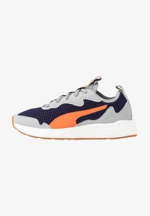 NRGY NEKO SKIM - Chaussures de running neutres - peacoat/firecracker/high rise/white