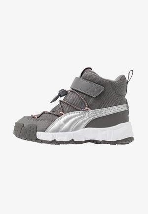 MAKA - Höga sneakers - steel gray/bridal rose