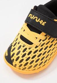 Puma - FUTURE 5.4 TT - Kopačky na umělý trávník - ultra yellow/black - 2