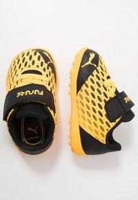 Puma - FUTURE 5.4 TT - Kopačky na umělý trávník - ultra yellow/black - 0