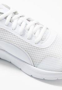 Puma - FLEX RENEW - Neutrální běžecké boty - white/gray violet - 2